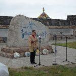 Citind poezie la Zidul Poeziei